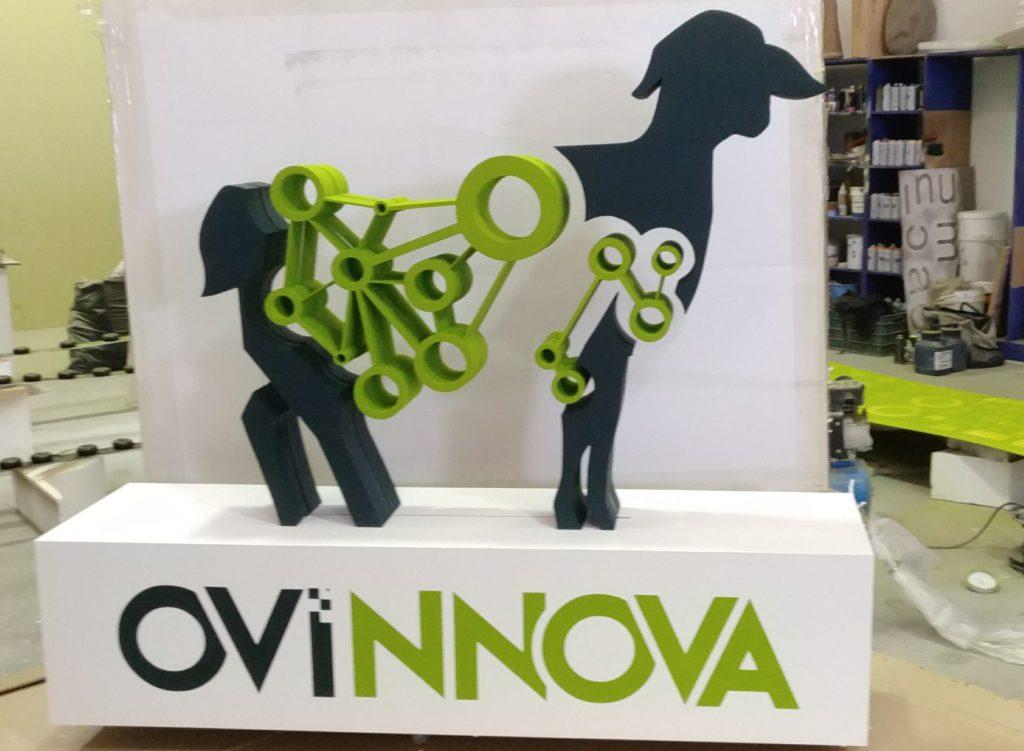 Logotipo corpóreo Ovinnova